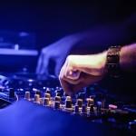 DJ Steven W. bei der Strandparty am Angersdorfer Teiche
